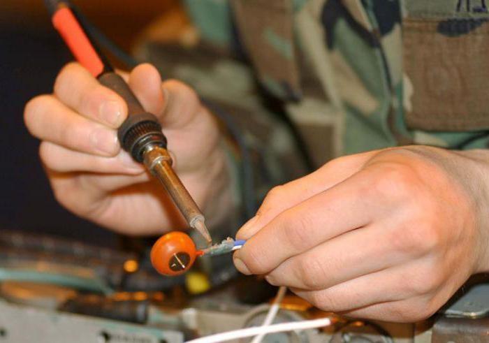 Какие дополнительные инструменты нужны для паяльника?